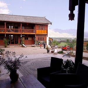 Rhizome-Lijiang art center / Courtyard