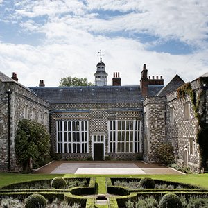 The North Courtyard, Hall Place & Gardens