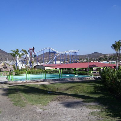 Rollercoaster & water ride