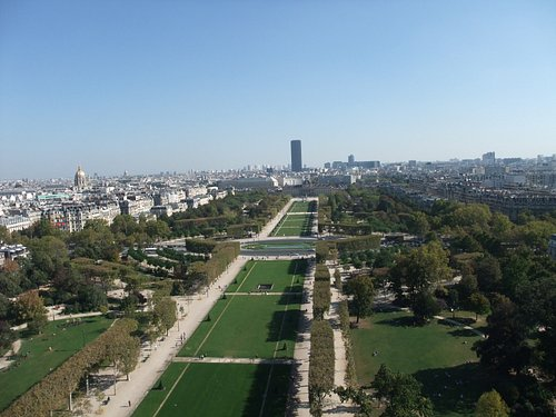 Parc du Champ de Mars with Les Invalides and Montparnasse Tower in the background.