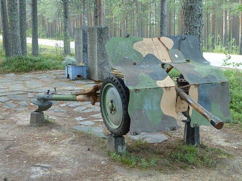 Panzerabwehrkanone (ein Geschenk Schwedens)