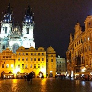 Piazza dell'orologio di sera