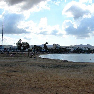 Der Strand von San Antonio.