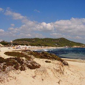 Der Strand Platja d'es Cavallet in der nähe von Ibiza