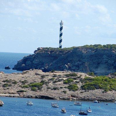 Der Leuchturm Punta d'es Moscarter in der nähe von Portinatx
