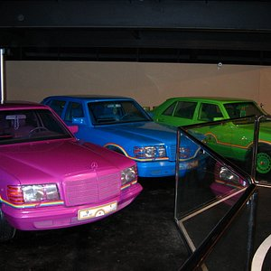 Mercedes Benz in Regenbogenfarben
