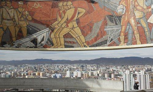 モザイク壁画と市内