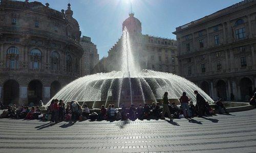 La Fontana al centro di Piazza de Ferrari
