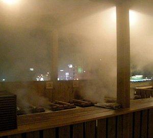 九州横断道路ぞいの高台にあり、夜遅くまでやってます