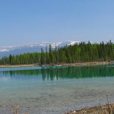 Boya Lake im Norden von British Columbia