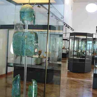 armour mid IV century BC