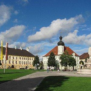 wallfartmuseum and townhall
