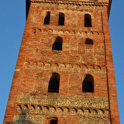 la torre a fianco della chiesa