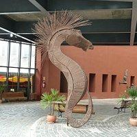 Skulptur im Eingangsbereich