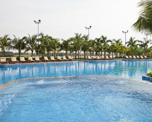 swimming pool ( lenght 40m )