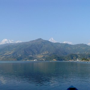 mountain  view  from  fewa  lake