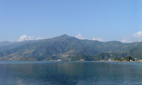 mountain  view  from  fewa  lake