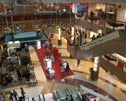 Looking down to the ground floor of Plaza Singapura