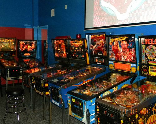 Some more pinball machines at YESTERcades
