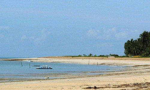 Praia de Antunes, Maragogi has calm waters with maravelous ever changing colors