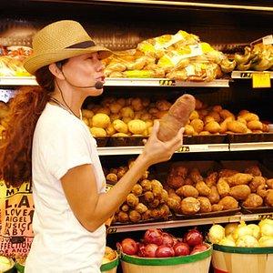 Explaining produce in Little Havana