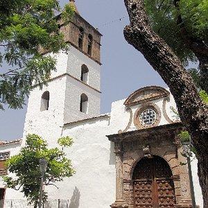 Kirche mit dem silbernen Kreuz