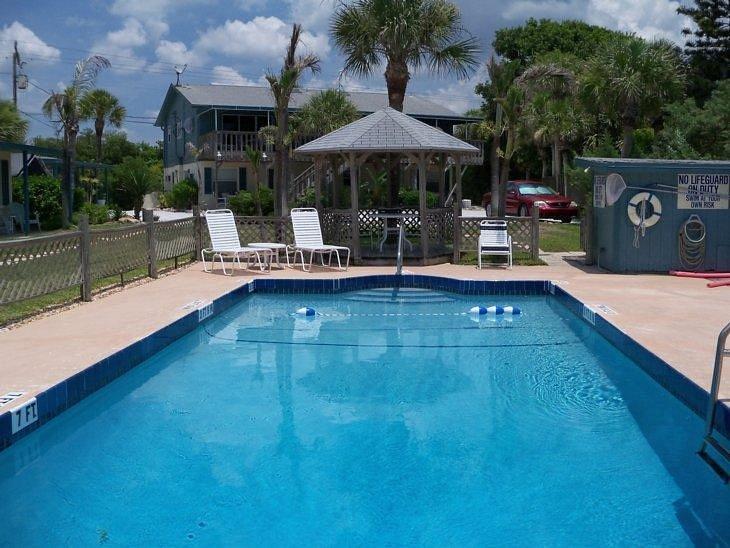 SEAFARER BEACH RESORT - Prices & Reviews (Englewood, FL ...