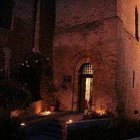 Entrata su Via Sant'Ugo