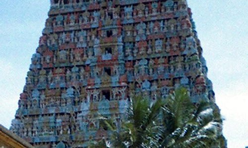 Adi Kumbeswarar Temple: The majestic Raja Gopuram seen from the temple comples.