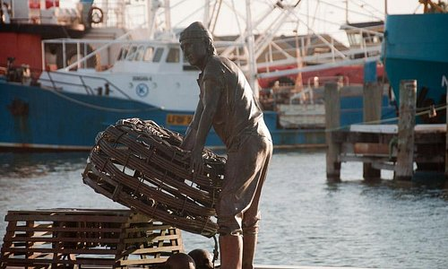 the harbour has a lot of public art celebrating its history