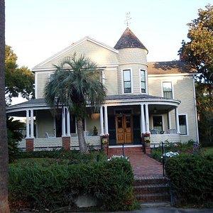 Home in Fernandina Beach along carriage route