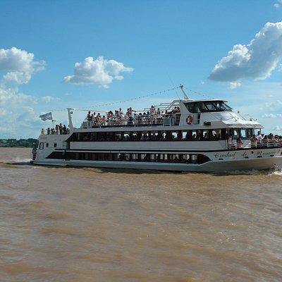 Paseo en barco por el Paraná...