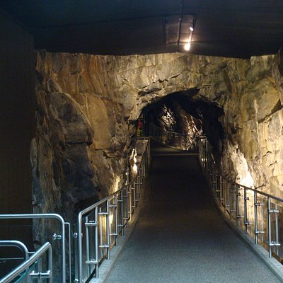 The entrance tunnel
