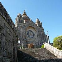 La Basilica e le sue scalinate.