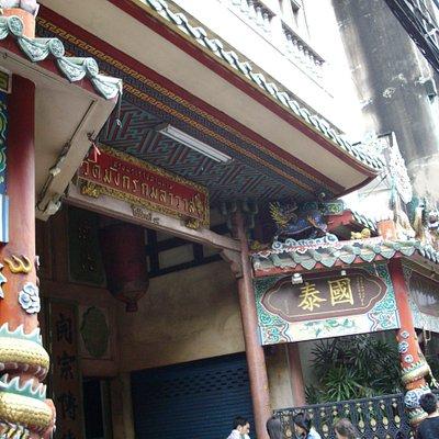 チャルンクルン通りの入口