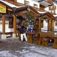 Pub Magic Ski Burger, esterno a Passo  Tonale