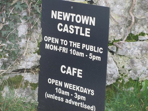 Sign at the entrance to Newtown Castle