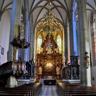 Kirchenschiff mit Altar
