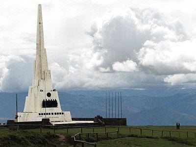 obelisk commemorating the battle