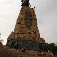 Monumento al Gral. Güemes, al pie del cerro San Bernardo- Salta