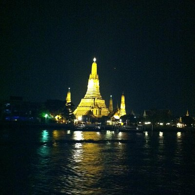view of the Wat Arun from the Grand Pearl dinner cruise