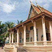A big temple inside Wat Sarawan
