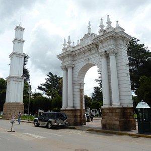 Simon Bolivar Park's arcs