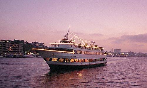 Entertainer Yacht