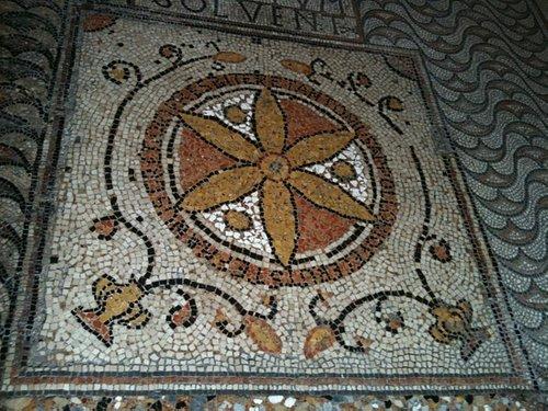 700 mq di mosaici pavimentali