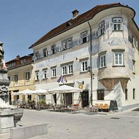 Vidic House in medieval old town houses a youth hostel nad a nice cafeteria