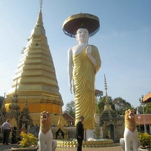 The immense standing Buddha statue and 29 metre high chedi behind