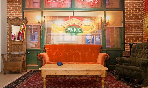 Take pictures with the Central Perk set from Friends