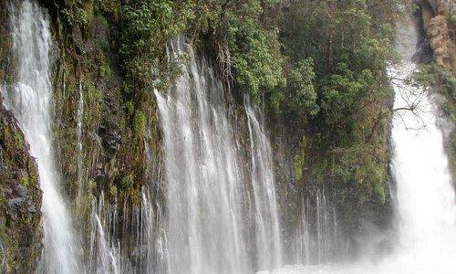 Vista de cascadas la Tzararacua