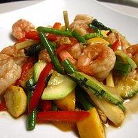 Shrimp Stir Fried with Basil and Vegetables